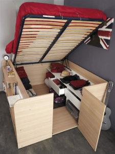 Opslag ruimte onder het bed